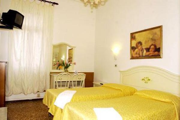 фото Hotel Airone изображение №18